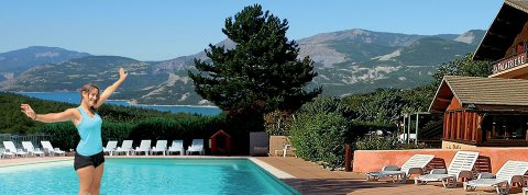La palatri re camping mobilhomes chalets - Camping lac serre poncon piscine ...
